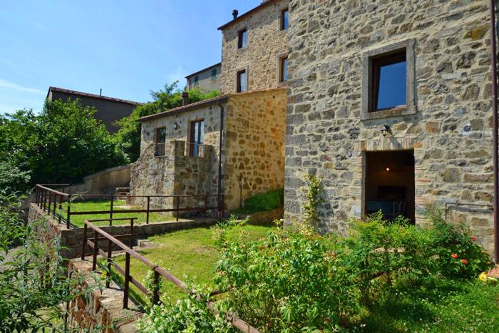 Restored olive mill in Montelaterone: terrace gardens.