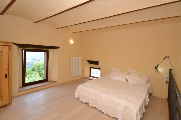 Loft apartment in Montelaterone Tuscany: double bedroom.