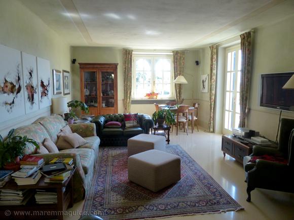 Holiday villa accommodation Italy: living room.