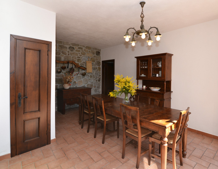 Mill House Tuscany kitchen.