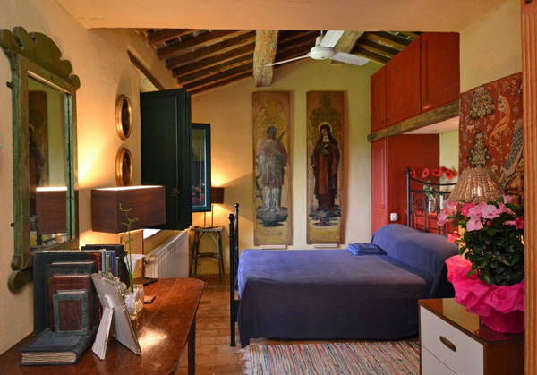 Property in Tuscany: farmhouse bedroom