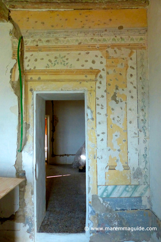 Tuscany restoration property in Maremma: Thirteenth or fourteenth century wall paintings