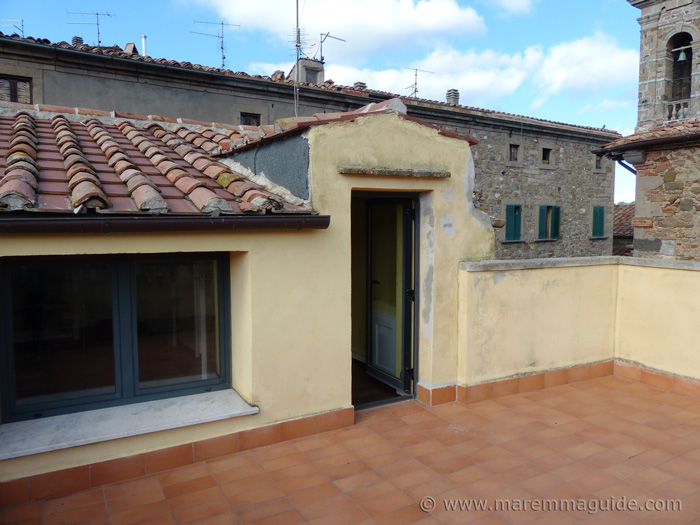 Seggiano house for sale with private rooftop terrace.