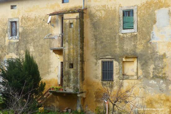 Valpiana Massa Marittima: outdoor bathrooms in rural Tuscany