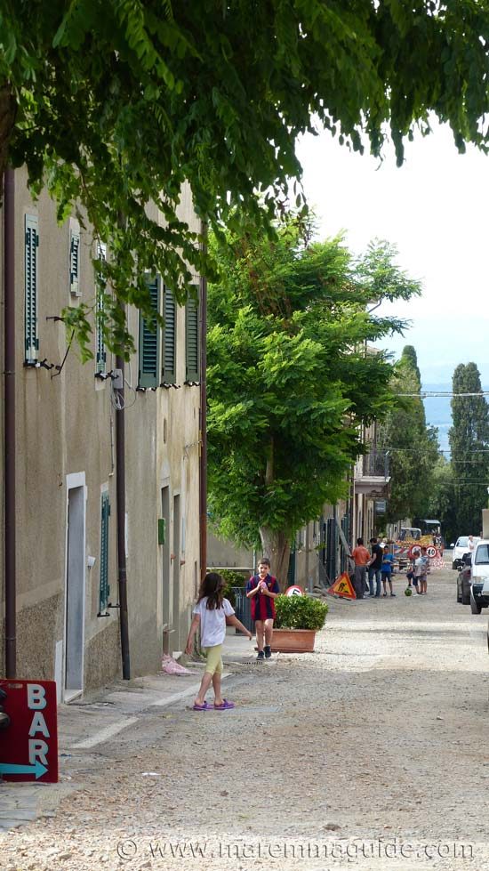 Vetulonia in Maremma: main street on a Saturday afternoon.