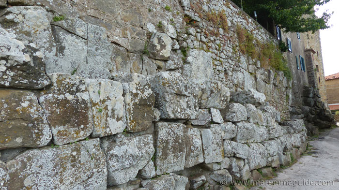 Vetulonia: Etruscan cyclopean wall