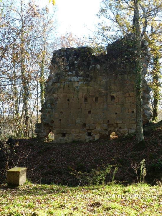 Vitozza castle wall with Capuchin architrave windows