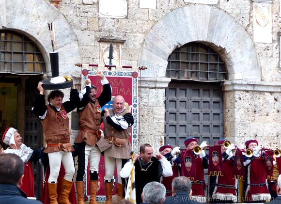 Victorious medieval archers from Terziere di Cittavecchia at the May 2015 Balestro del Girifalco in Massa Marittima.