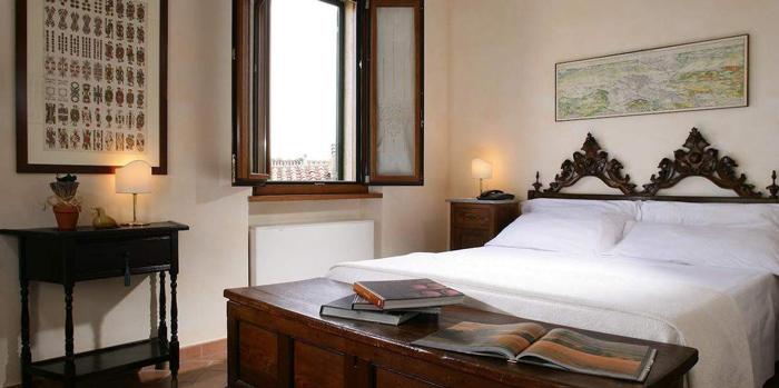 Best Maremma hotel: double bedroom at Locanda La Pieve in Semproniano Tuscany