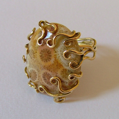Italian gold rings: fossilzed coral and yellow gold ring
