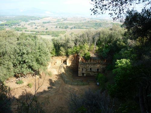Hidden treasures of Maremma Livornese: Etruscan necropolis at Populonia