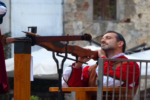 Balestro del Girifalco: Italian medieval crossbow and archer in action.