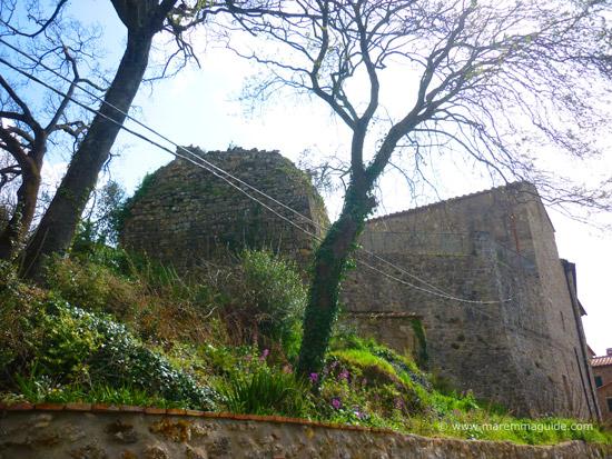 Castello di La Leccia: ruins of a Tuscany castle