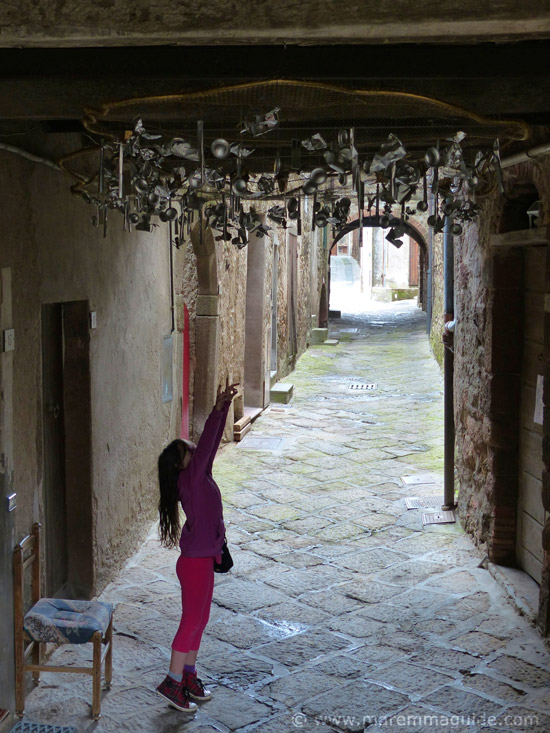 Things to do in Maremma with children: Mostra La Rocca Roccatederighi Tuscany