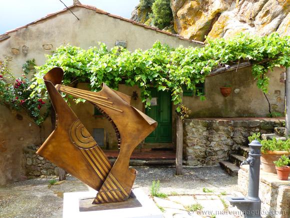 Mostra La Rocca contemporary brass sculpture