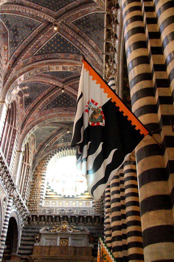 Palio di Siena banner: Contrada della Lupa.