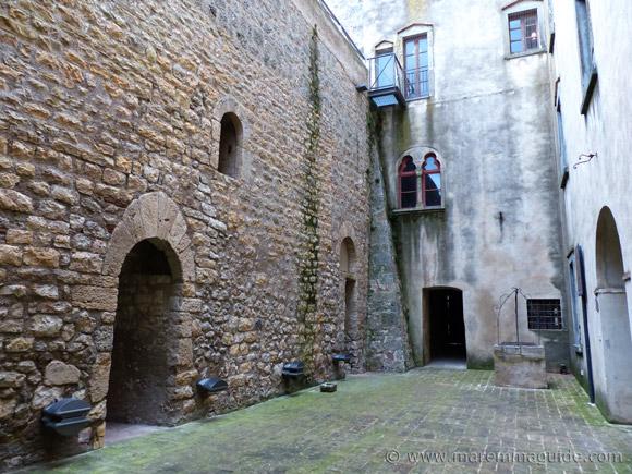 Rocca Aldobrandesca Capalbio: internal cortile