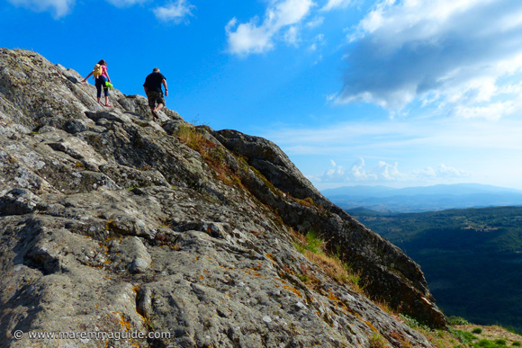 Roccatederighi Grosseto: climbing to the top of the rock for the view