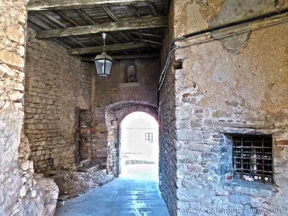 Sassetta Tuscany: entrance to castle
