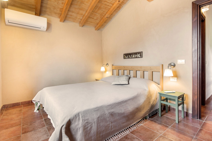 Tuscany holiday cottage: double bedroom.
