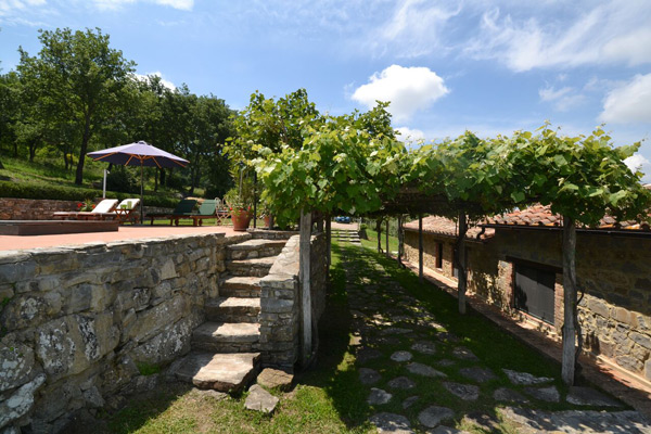 Garden of Tuscany farmhouse for sale in Maremma.