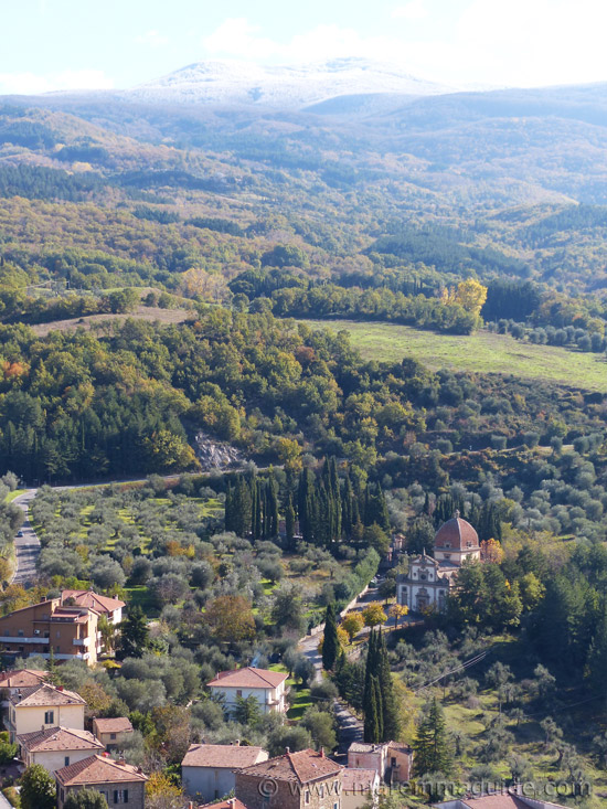 Tuscany town house for sale with a magnificent view of Monte Amiata in Maremma in November with snow. Seggiano.