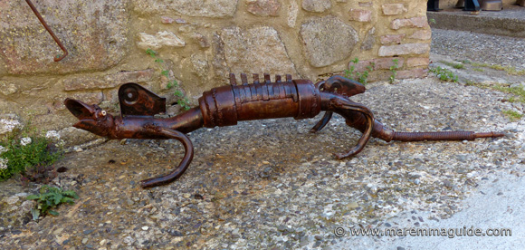 Wildlife metal art: recycled metal lizard in Roccatederighi Italy